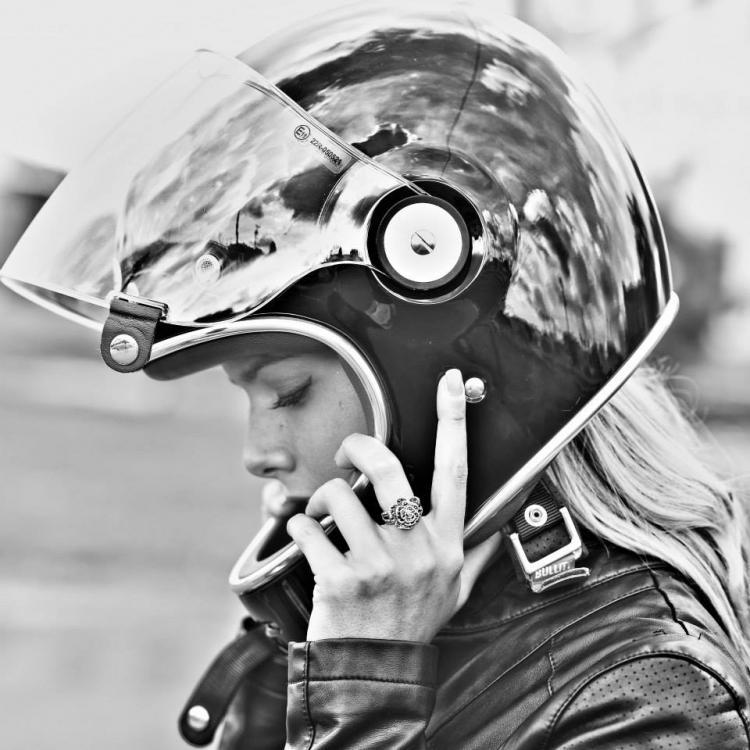 cafe-racer-babe-bell-helmet-003.thumb.jp
